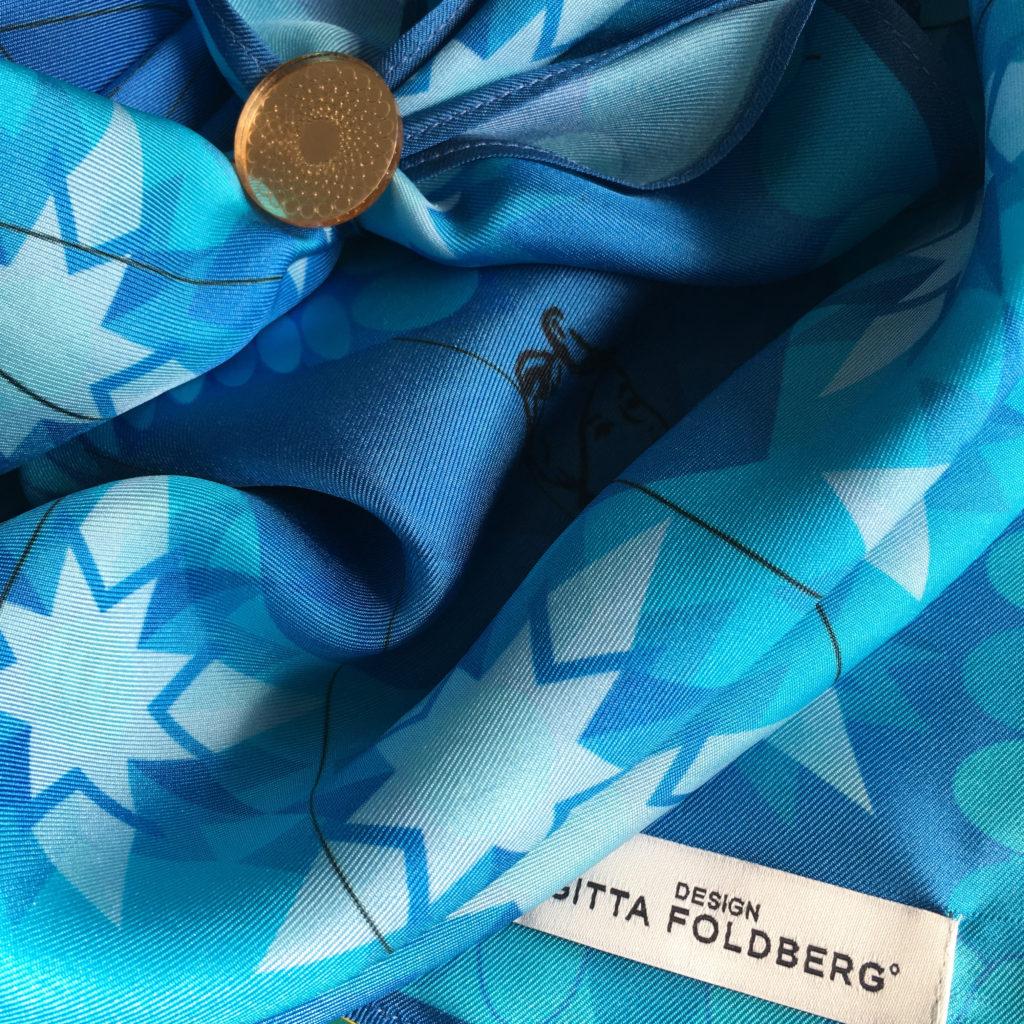 """Tørklæde """"Kompasrose"""" designet i anledningen af Fanøs 275 års jubilæum for frikøb af kronen."""